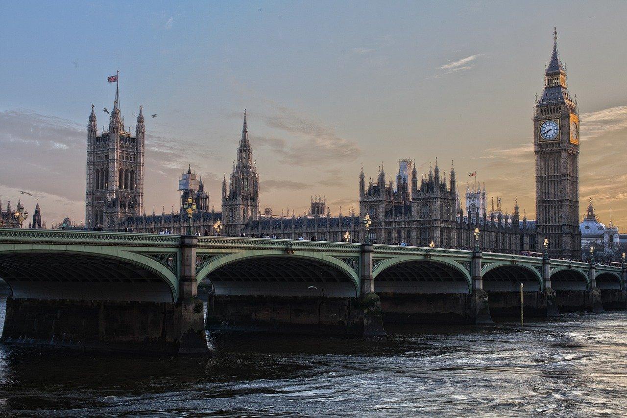 Come spedire in Inghilterra con un corriere low cost?